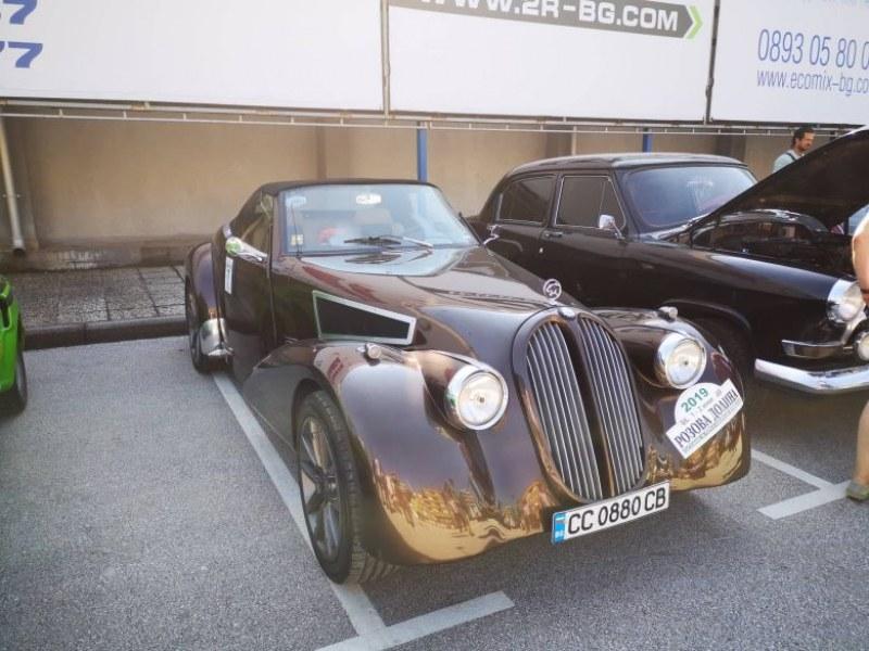 Уникален автомобил тръгна на ретро рали от Пловдив
