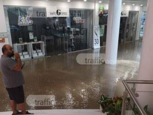 Евакуираха два мола в Пловдив, хора са блокирани
