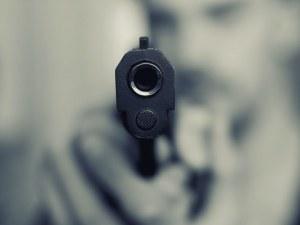 Горе ръцете! Мъж от Сухиндол плаши младеж с пластмасов пистолет