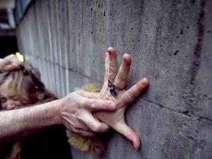 33-годишен мъж преби майка си в Пловдив, счупи й ръката