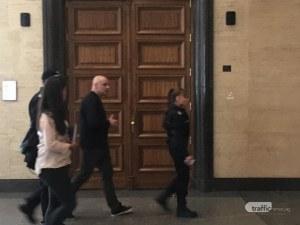 Варсанов си биел сам инжекции в килията, алергии може да го извадят от ареста