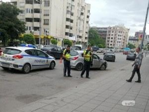 Две коли се помляха в час пик на пловдивска улица