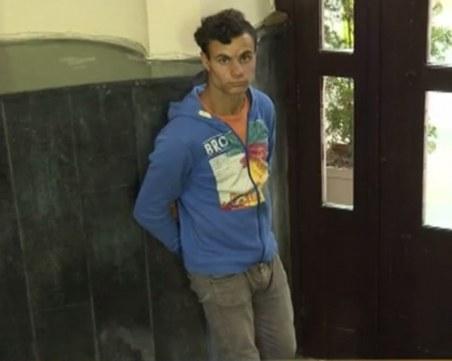 18-годишен остана на улицата! Не може да чете и пише, но иска да работи