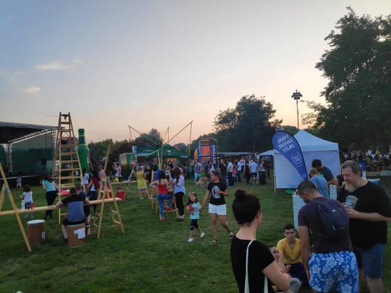 Пловдичани се събраха на Младежкия хълм за вкусна храна и кехлибарени напитки