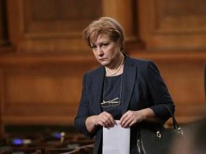 Менда Стоянова: Ако намалим ДДС-то, трябва да вдигнем подоходното облагане