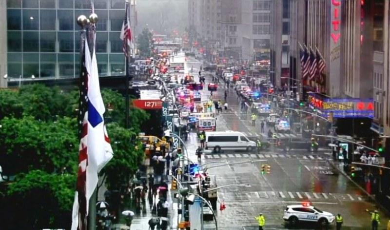 Хеликоптер се разби в небостъргач в Манхатън! Има загинал и ранени