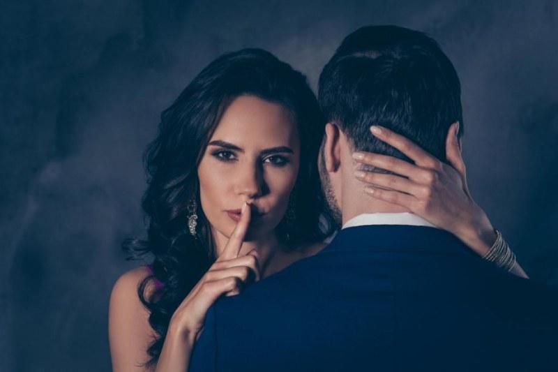 Пет признака, че партньорът ви иска да се вижда с други хора