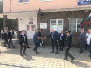 Бойко Борисов разгледа Интермодалния терминал край Пловдив