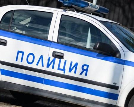 Психично болен се барикадира с пушка и пистолет в Муселиево