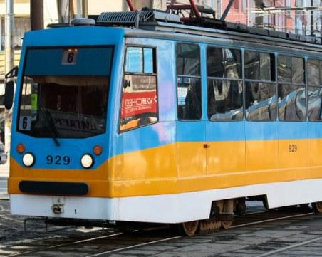 Верижна катастрофа в столицата! Удариха се трамвай и няколко коли