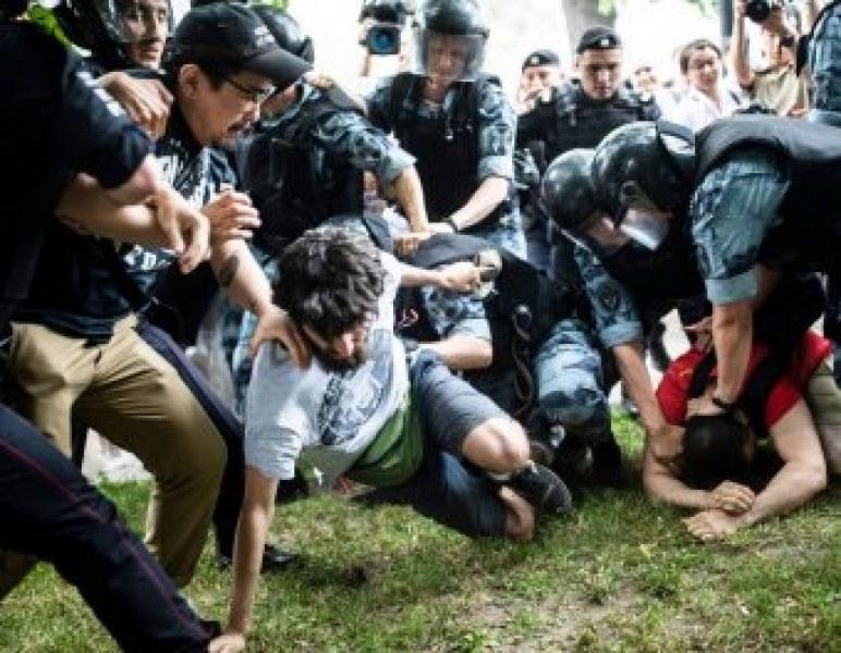Повече от 400 души са арестувани в Москва!