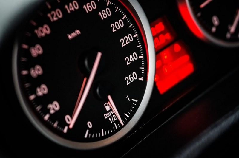 Шофьори фучат с над 200 км/ч по пътищата ни. 1100 фрапиращи нарушения!