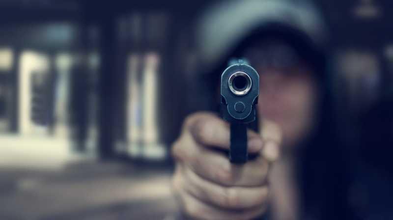 След запой с шумна музика и стрелба: Пловдивчанин заплаши полицаи с пистолет