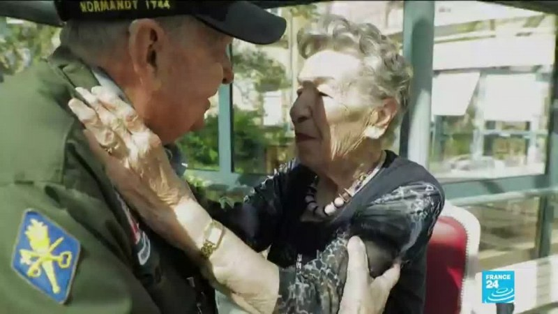 Ех, любов! Ветеран от Втората световна война среща любимата след 75 г. раздяла