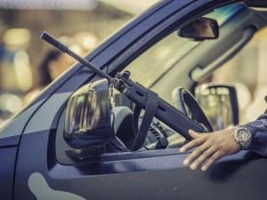 19-годишни размахват оръжия от кола, изкараха акъла на столичани