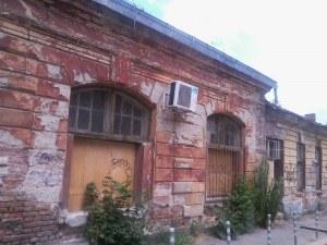 Царските конюшни в центъра на София продължават да тънат в разруха