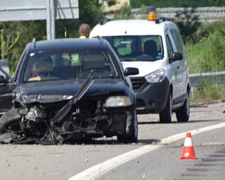 Катастрофа между 2 коли блокира движението по АМ