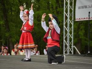 Фолклорът оживява с фестивала