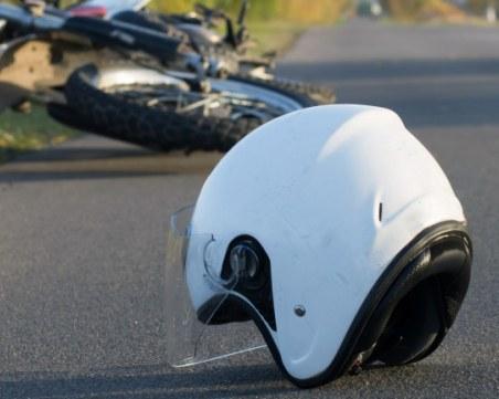 29-годишен моторист се заби в кола, загина намясто