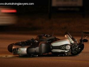 Момиче е в тежко състояние след катастрофа между мотор и кола в столицата