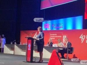 Нинова остана председател на БСП, след като се отказа от оставката си
