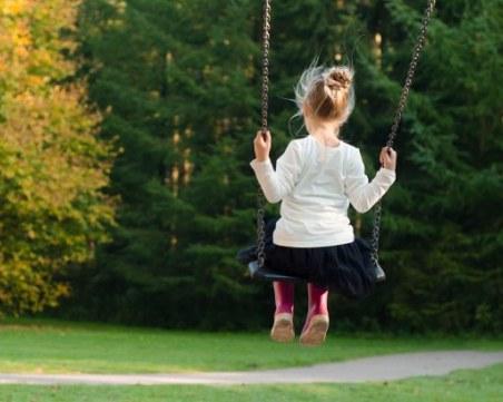 Дете падна от люлка и почина в Стражица