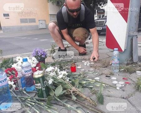Приятелите на прегазения Велко положиха цветя и свещи на пешеходната пътека