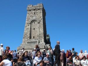 Реставрират лъва на Паметника на Шипка, отварят за посещение Костницата