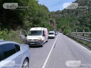 Затруднено движение по пътя Чепеларе-Асеновград Чистят тунелите