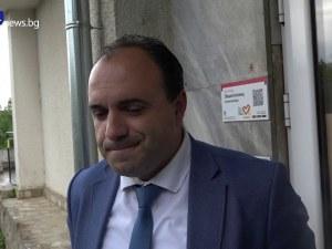 Схемите на кмета на Костенец: Пипал пари от каса, обещавал по 30 бона