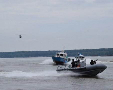 Силно течение затруднява издирването на 16-годишното момче в Дунав