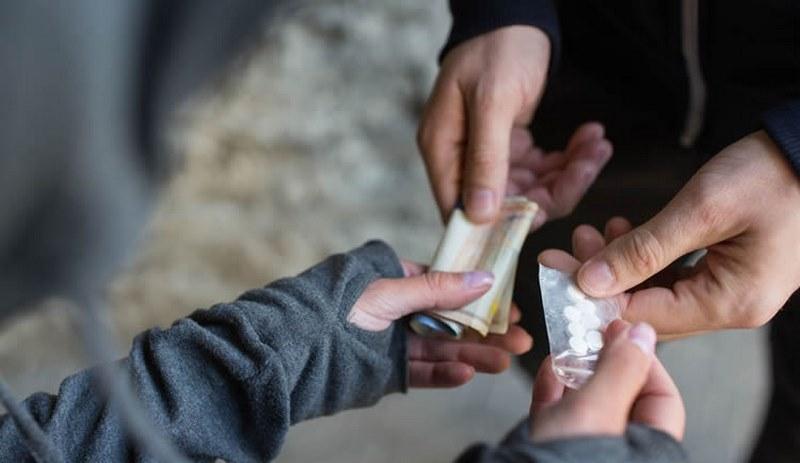 Хванаха двама с наркотици край училище в Пазарджик
