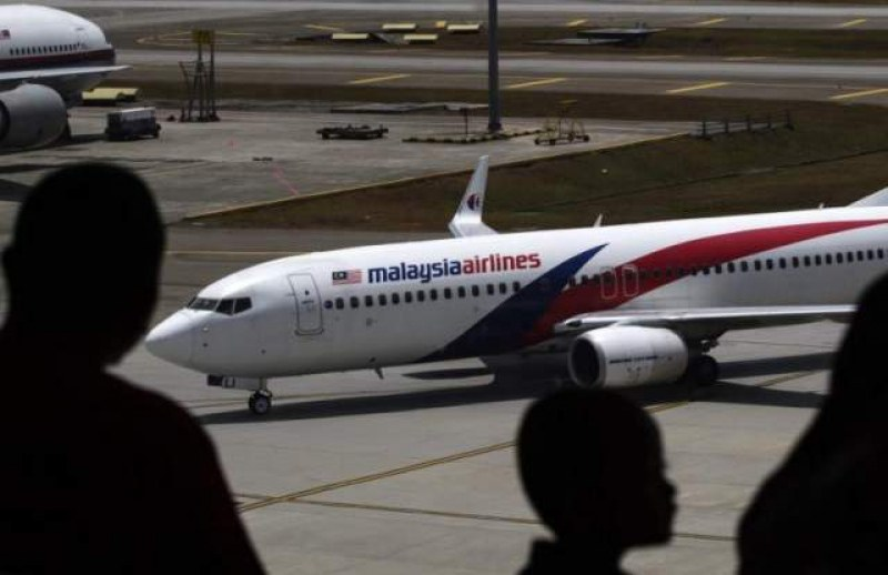 Нова версия: Пилотът на изчезналия малайзийски самолет умишлено е убил пътниците