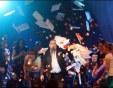 Феновете на Карас в Пловдив подкупват боговете с хиляди карамфили