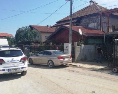 Арестуват роми лихвари в Берковица, тарашат имоти и изземват лимузини