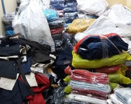 Над 3000 дрехи и 90 чифта маратонки задържаха на