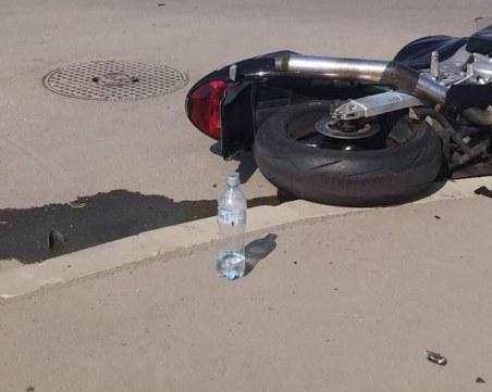 Пътен ад в Перник: Полицай лети с мотор, удря се в БМВ, загива
