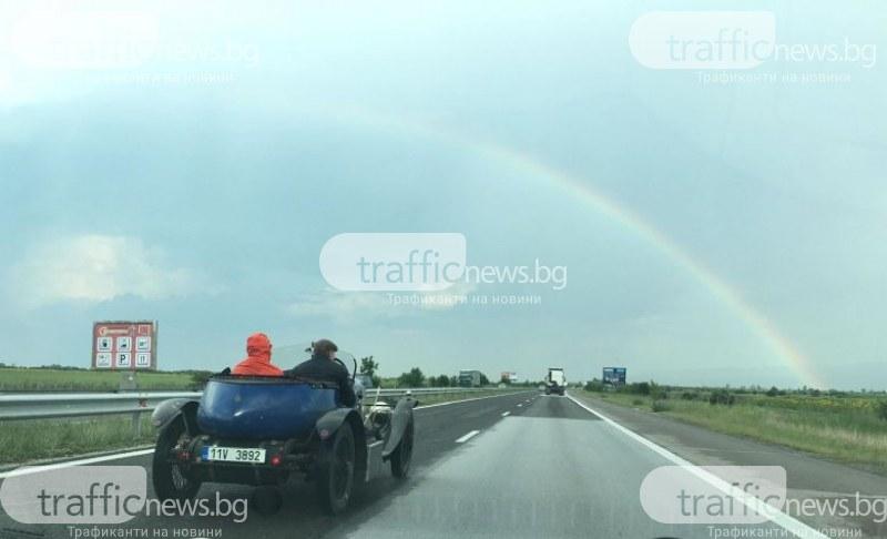 Това возило събра погледите на всички, които летяха към Пловдив с модерните си, но скучни коли