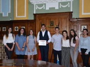 Деца от Търговската помагат на съученици, организират звезден концерт в Пловдив