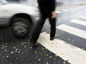 Кола отнесе пиян пешеходец на столичното Ботевградско шосе