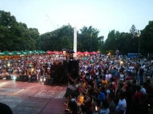 Музика и заря за празника на Стамболийски! 100 кила и Веселин Маринов се качиха на сцената