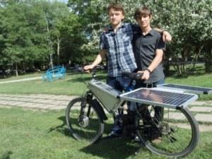 Тийнейджъри измайсториха соларно колело – 25 км с едно зареждане