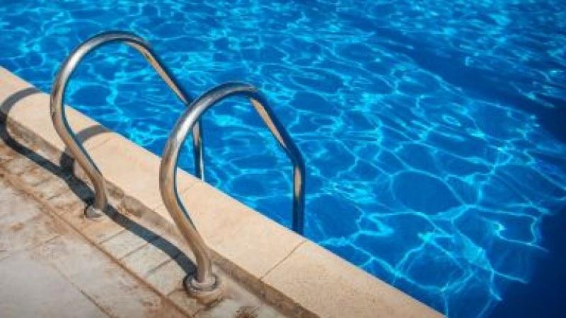 Трагедия! 4-годишно дете падна в басейн, свидетел видя, но не се притече на помощ