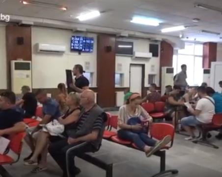 В КАТ-София се забързаха, вместо 6 часа се виси от 10 минути до 3 часа!
