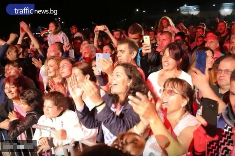 50 хиляди души  пяха с Бобан и Драгана на шопския празник