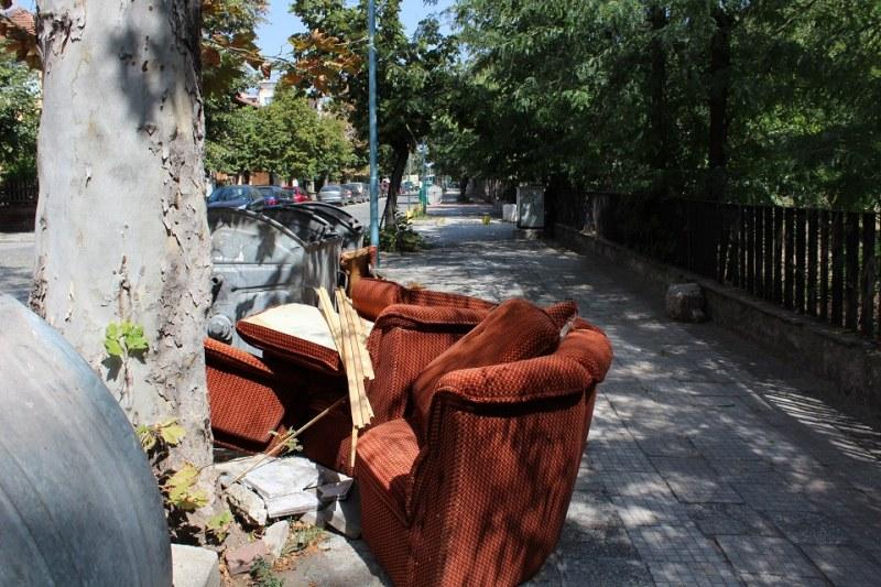 Извозват стари мебели по график през уикенда в Пловдив