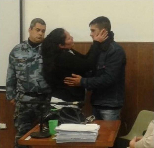 Майка прегърна убиеца на сина си и промълви: Прощавам ти!