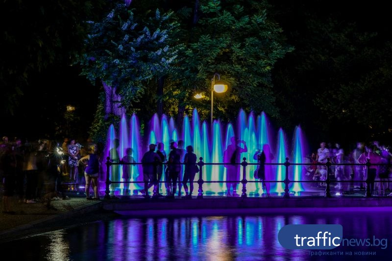 Пеещите фонтани оживяха с нов впечатляващ светлинно-музикален спектакъл