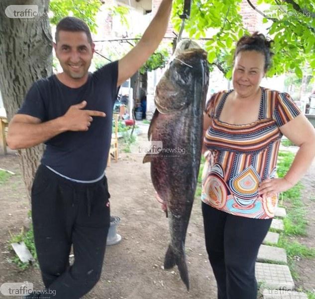 Риба колкото две агнета улови рибар в язовир