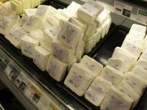 Eвропейски сметки: Българинът купува евтин алкохол, но скъпо сирене